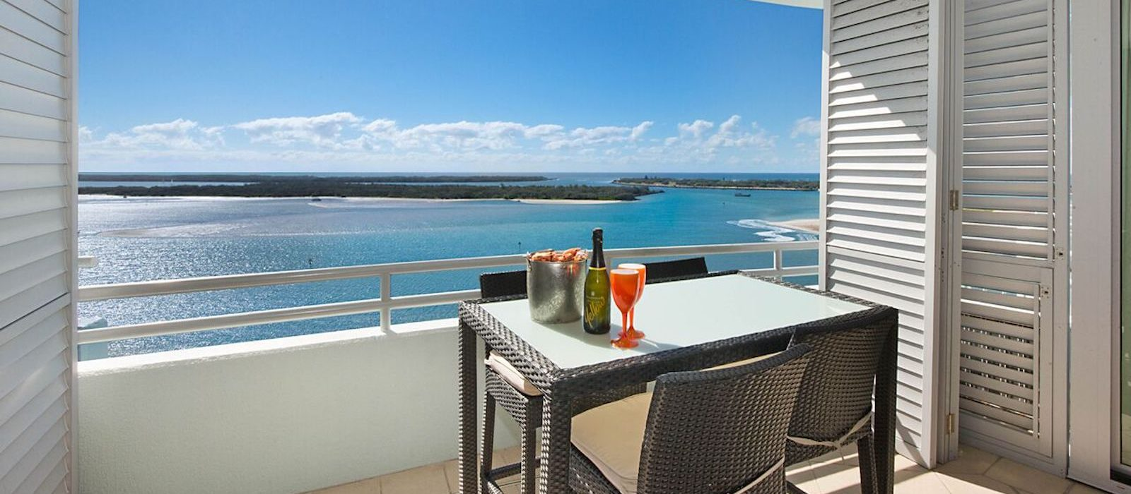 Glorious Balcony Views - Waterview Apartment