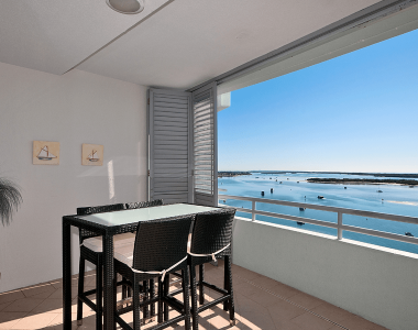 1 Bedroom Water View Apartment